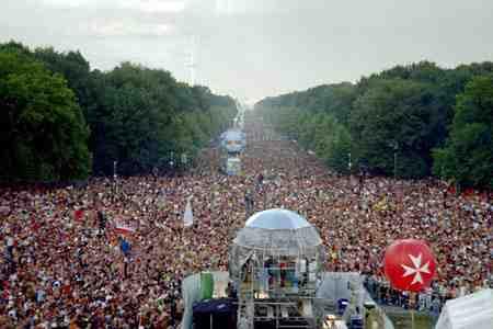 berlin love paradejpg